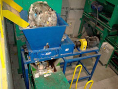 plastic shredding in an ssi two-shaft shredder